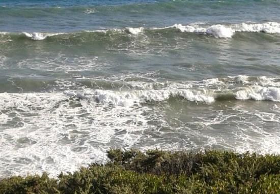 De våldsamma vågorna växlar i form och utseende för varje sekund. Foto: jag själv