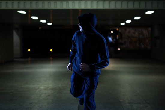 Gärningsman flyr från brottsplatsen Copyright: Kataryna Bralasiewicz/Dreamstime.com