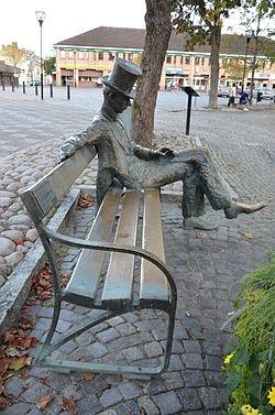 Två fall av misshandel och överfall Filipstad på fyra dagar i mitten av september. På bilden ses statyn av Nils Ferlin. Bild: sv.wikipedia.org