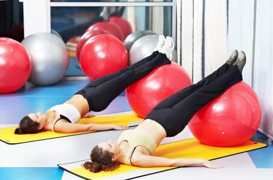 Kvinnor på gym Copyright: Dmitry Kalinovsky/Dreamstime.com