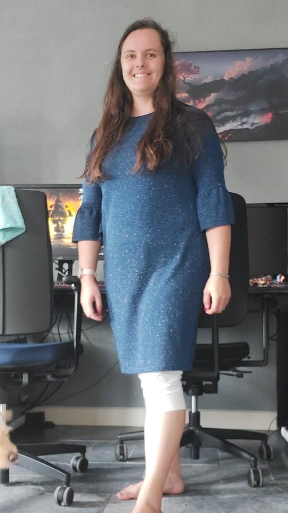 Blauwe jurk met zilverdraad