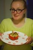 Elise presenteert u het resultaat: gevulde paprika uit de oven. Smakelijk!