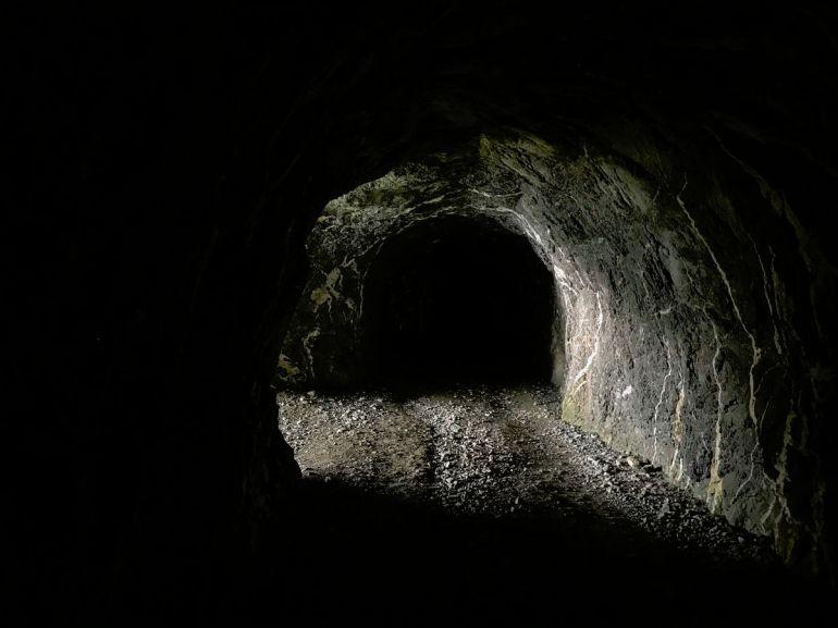 die Tunnel sind meist unbeleuchtet