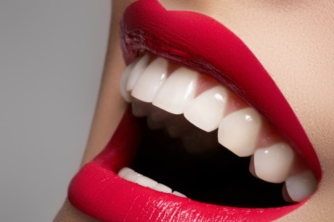 Cosmetic Dentistry for Smile Makeovers, Porcelain Veneers, Teeth Whitening, Invisalign, Composite Bonding. Axiom Dental, Cosmetic Dentist, Aurora, Denver