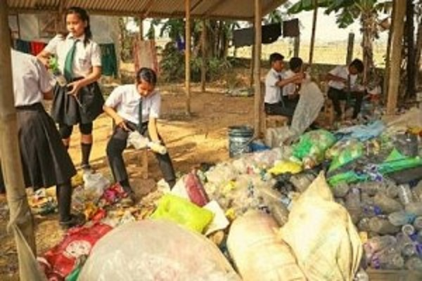 photo-this-school-in-assam-accepts-plastic-waste-as-school-fees-read-detail-thum-300x200@2x