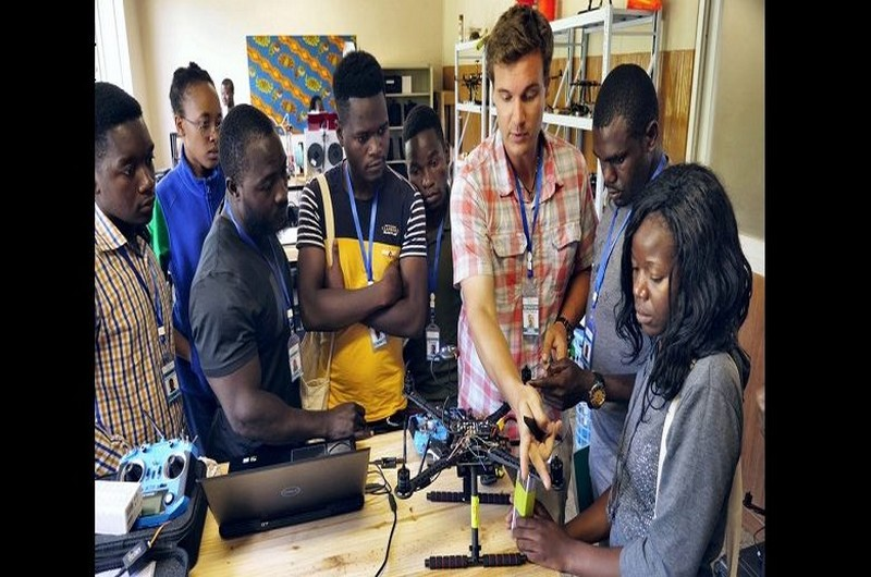 Fabrication de drones et de données en Afrique