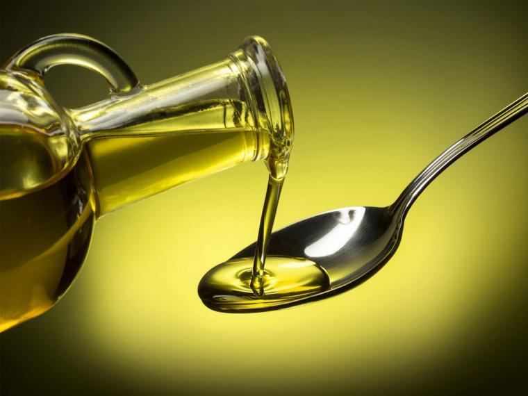 El precio del aceite de oliva se mantiene por encima de 2 euros el kilo