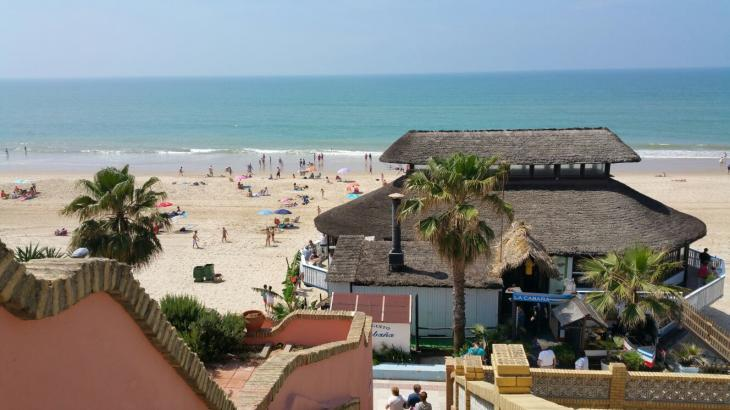 Empresarios de playas esperan un 3 % más de negocio en Andalucía