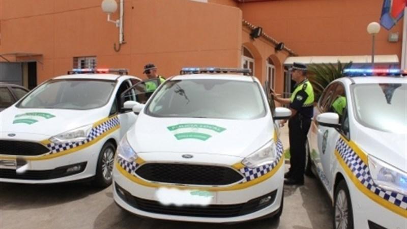 """Detenido un conductor tras colisionar con varias señales verticales y """"morder"""" a un agente"""
