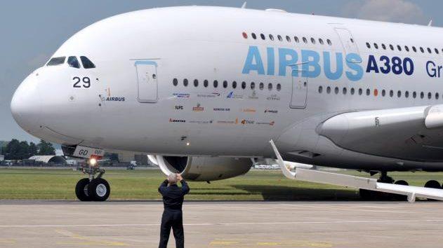 """Moreno traslada a Airbus el """"firme compromiso"""" con la industria aeronáutica"""
