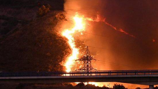 Estabilizado el incendio que obligó a desalojar 40 viviendas en Marbella
