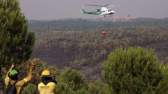 Evacuan Almonaster la Real  por el humo de un incendio forestal