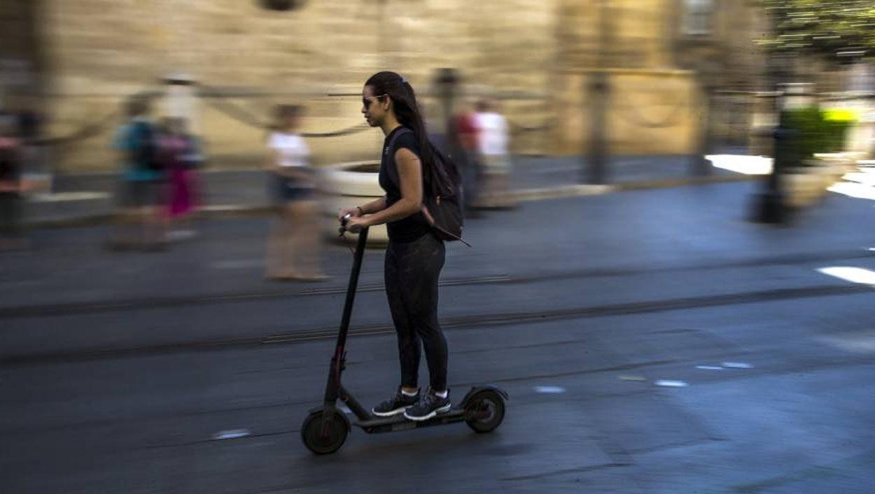 Aviso al Ayuntamiento de Sevilla sobre la regulación de los patinetes eléctricos