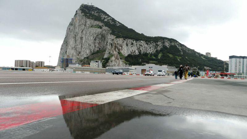 """Gibraltar prevé colas de dos horas con un """"brexit"""" duro"""