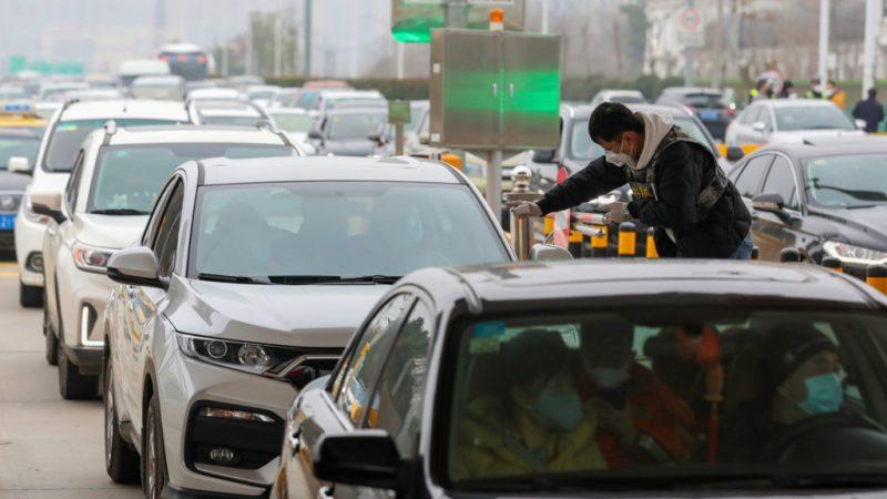 China cierra una cuarta ciudad, con una población de 2,5 millones de habitantes, para evitar la propagación del coronavirus