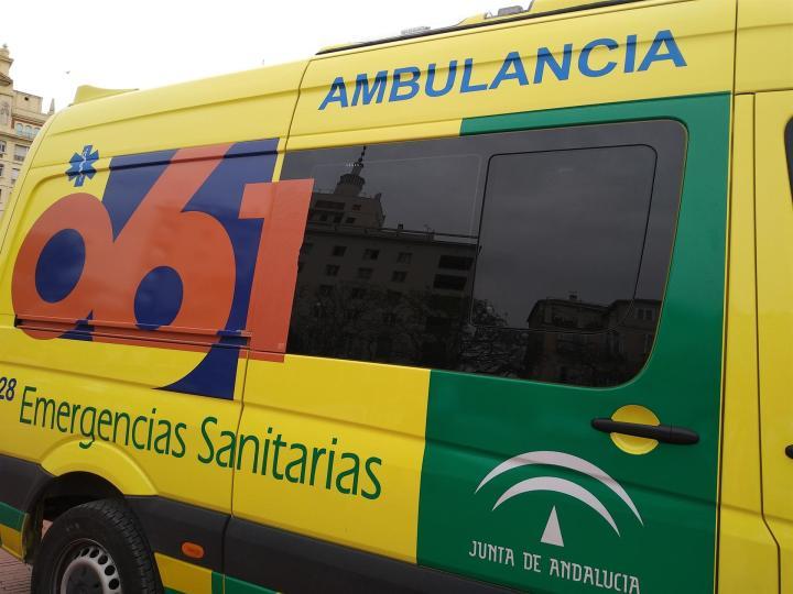Dos heridos, uno menor de edad, al arremeter un vehículo sin control en un parque de Córdoba
