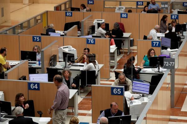 Gobierno y Junta analizan el regreso presencial y teletrabajo de funcionarios