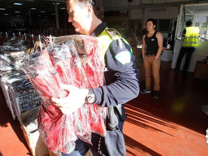 La Policía Local interviene 7.500 prendas falsificadas en cuatro naves del Polígono Aeropuerto
