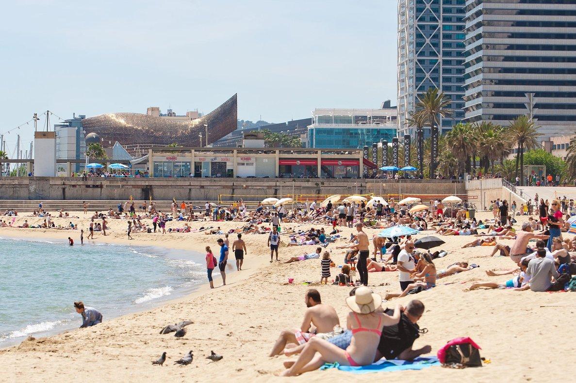 La llegada de turistas internacionales se hunde un 93,6% en febrero y el gasto cae hasta los 322 millones