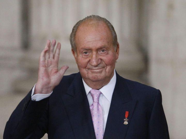 Juan Carlos I, de héroe de la transición a abandonar el país