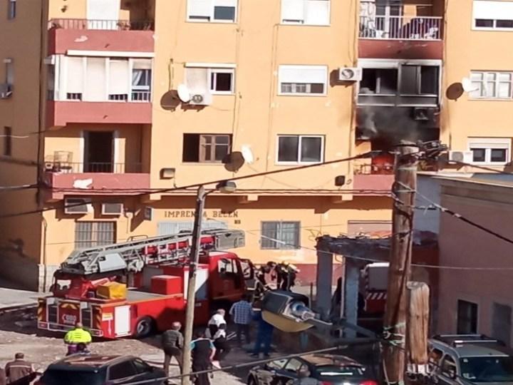Fallecen dos personas en el incendio de una vivienda en Almería capital