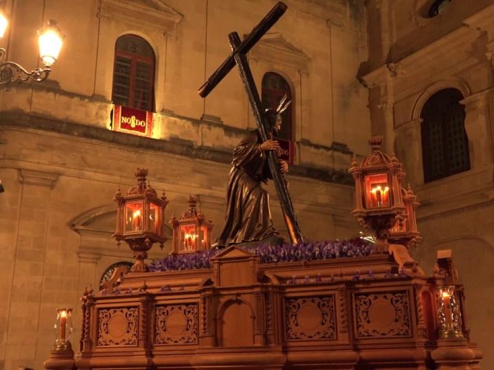 El artista sevillano Ricardo Suárez será el autor del cartel del Vía Crucis de las Cofradías 2021 que presidirá el Cristo de la Corona