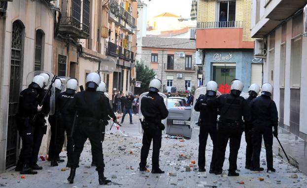 """Noche """"de guerra"""" en Linares entre la Policía y ..."""