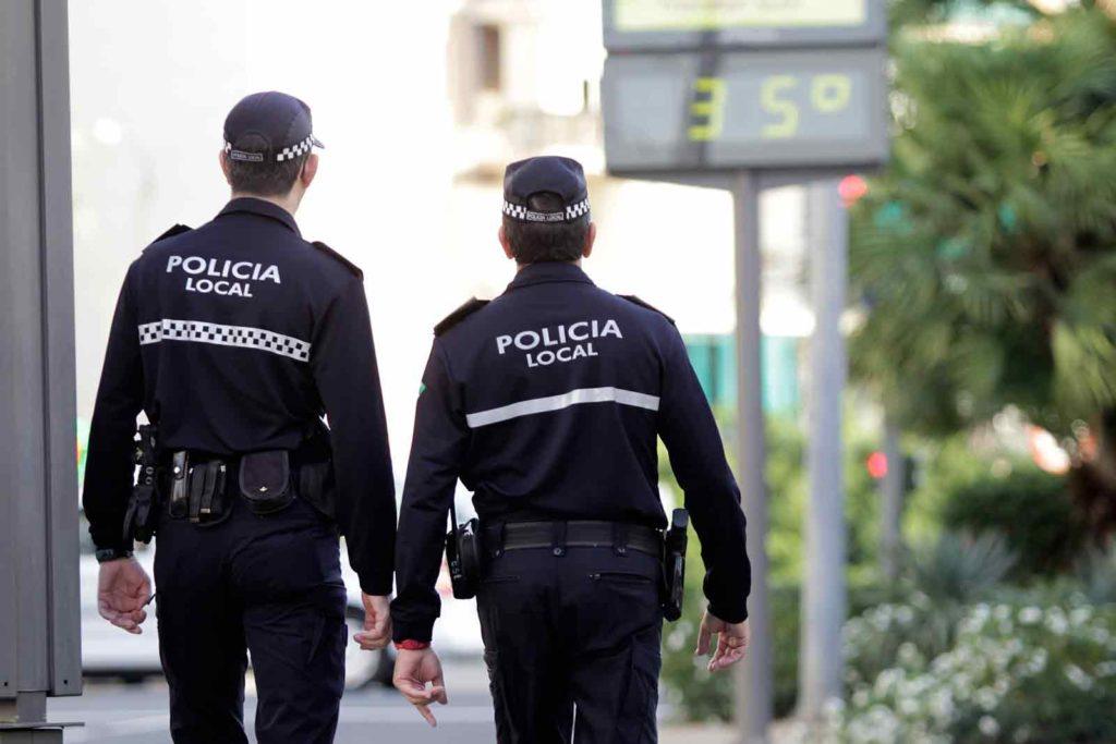 Despropósito organizativo en el período de vacunación de los policías locales de Sevilla