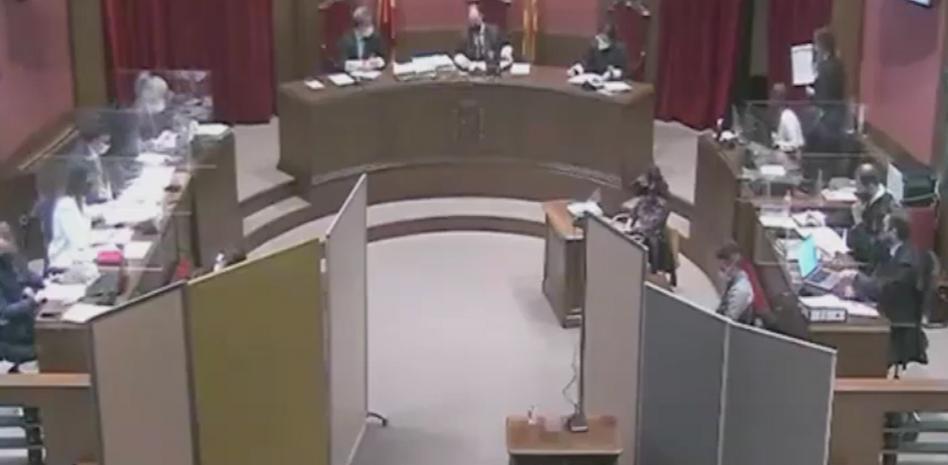 """Caso """"Manada de Sabadell"""": """"Me besó el cuello, se abalanzó sobre mí y nos acostamos"""", la increíble declaración de un acusado"""