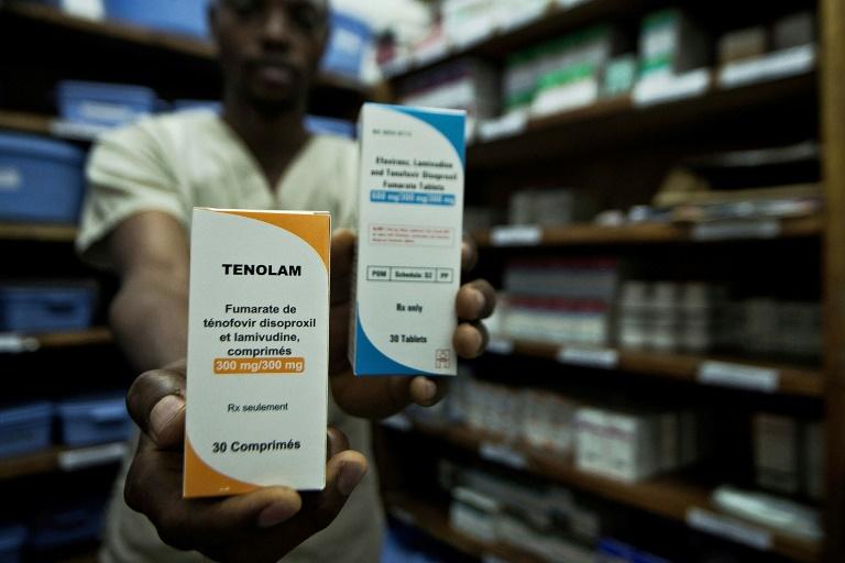 Des antirétroviraux dans une pharmacie de Médecins Sans Frontières en République démocratique du Congo en 2015