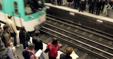 """Métro à Paris: un syndicat réclame une """"prise de conscience"""" après l'incident d'une rame sans arrêts"""