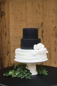wedding cake - black and white - roundhouse beacon ny