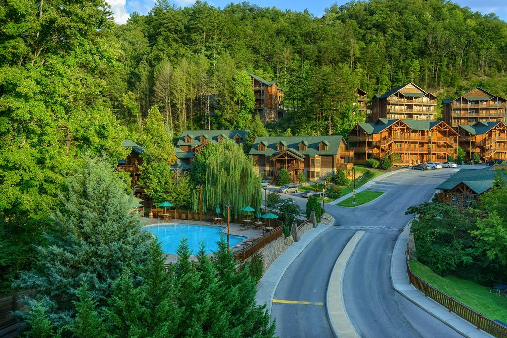 More than nine million visitors come to the great smoky mountains national park each year, and it's not hard to see why. Westgate Smoky Mountain Resort Spa Elite Expo Rentals