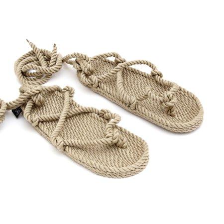 Romano er sandaler fra Nomadic state of Mind. De er kendte for deres karakteristiske kamel tå design. De er bæredygtige, bionedbrydelige, miljøvenlige og tilmed lækre at se på og fede at have på. De former sig efter foden.