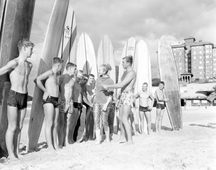 Surfers, Manly Beach 1957 (photo by Raymond Morris)