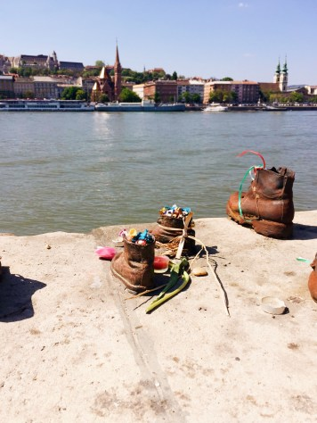 Shoes along the Danube - a moving tribute