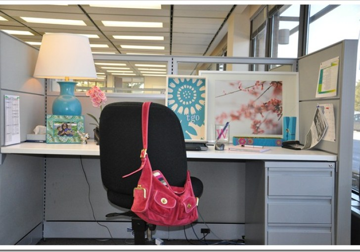 Decorating Your Cubicle At Work