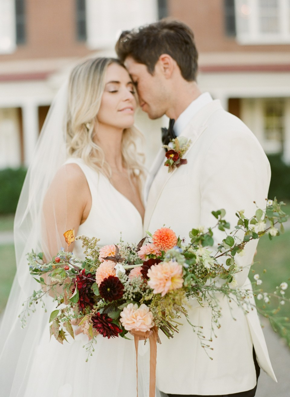 bride and groom with bouquet gradient and hue kelly hornberger photography