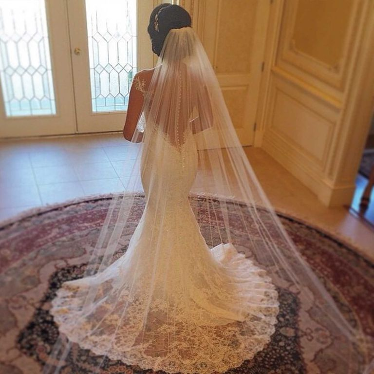 Do you know that the right veil amplifies your bridal look?