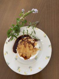 Anari cheese with pomegranate and honey