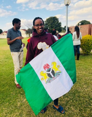 Diva asked to take a photo with the Nigerian flag, and can you blame her?