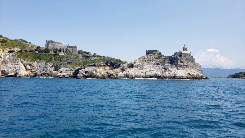 """Chegando em Portovenere -achei tão """"game of thrones"""" essa entrada da cidade , Cinque Terre"""