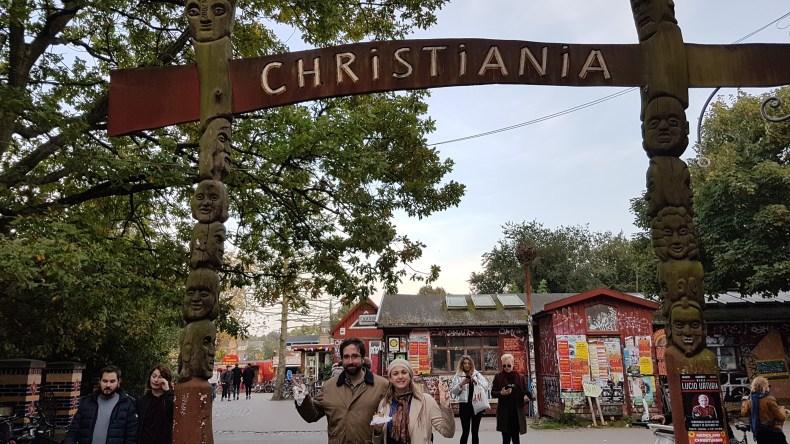 Comendo uma comida de rua (crepe de Nutella com banana) e visitando a comunidade alternativa de Copenhague no primeiro trimestre de gravidez. Babymoon