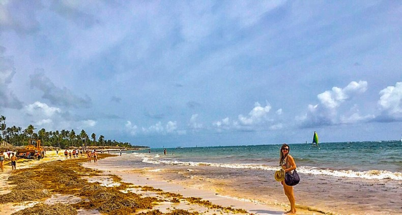 Praia com sargaço em Cancún
