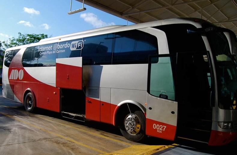 ônibus para o translado aeroporto-hotel em Cancun na Riviera Maya