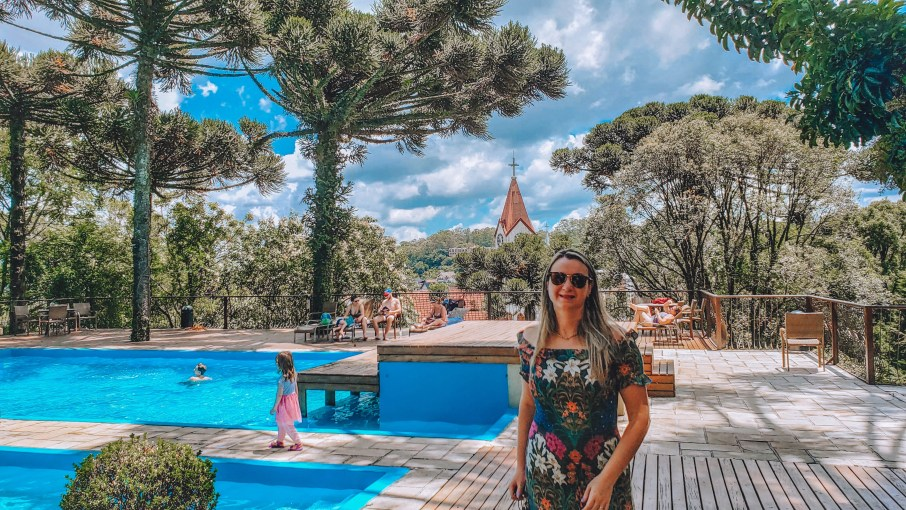 Vista da piscina externa do Wish Serrano