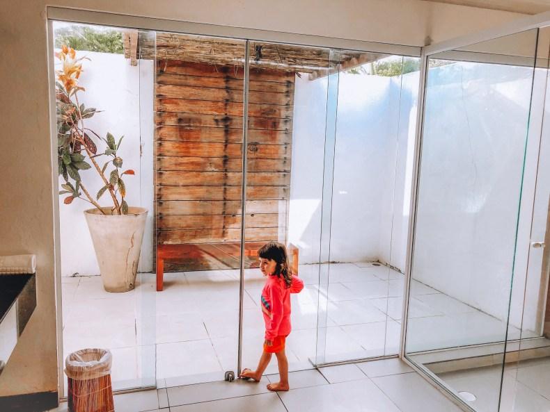 Banheiro Amplo na Pousada do Toque em São Miguel dos Milagres, Alagoas. Rota Ecológica dos Milagres