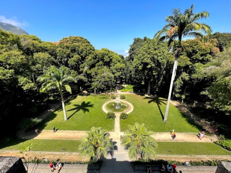 Esse gramado é ótimo para um piquenique no Parque Lage, Rio de Janeiro, RJ