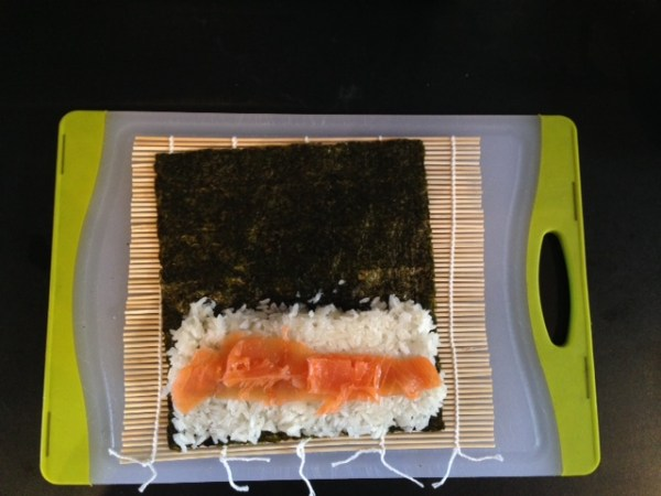 04_MakingSushi_Salmon
