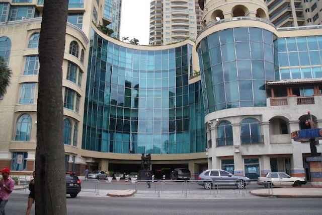 Venezolana se lanz de un noveno piso en malec n center for Piso 9 malecon center